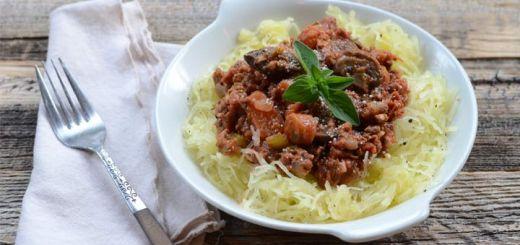 Vegan Spaghetti Squash alla Puttanesca