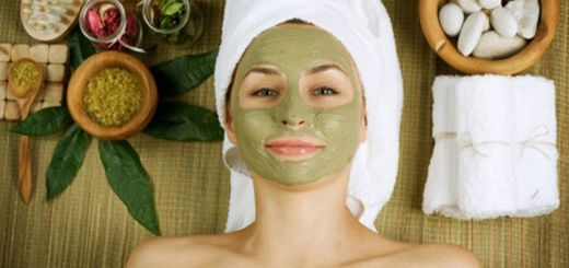 Say Goodbye To Acne With This 3-Step DIY Facial