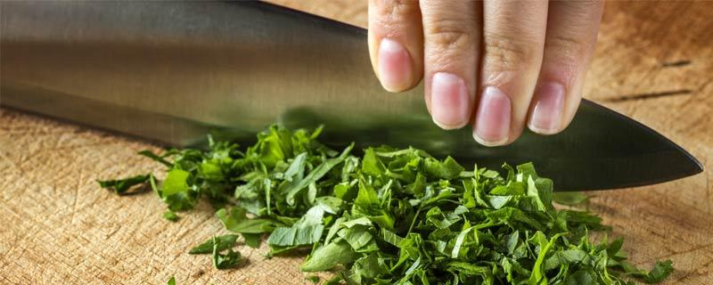 chopping-basil