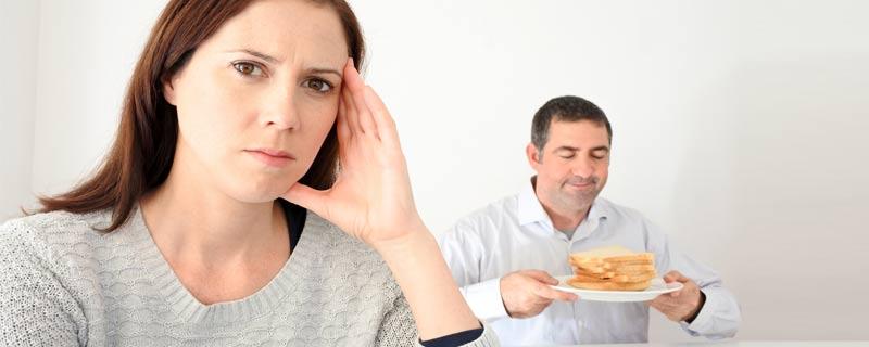 upset-woman-man-bread