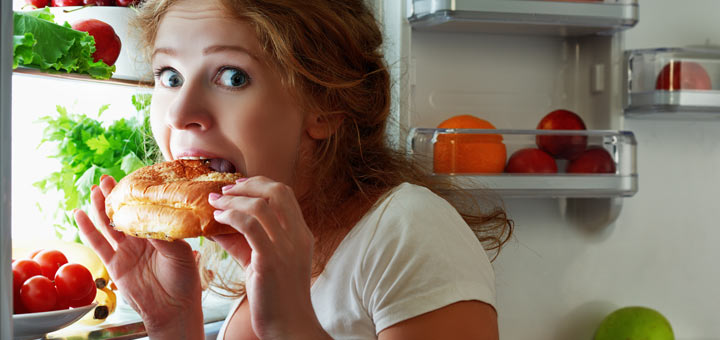 The 4 Hormones That Are Making You Binge Eat At Night