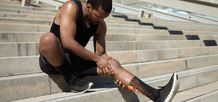 Here's How To Naturally Remedy The Most Common Knee Injury