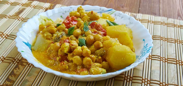 Super Easy Chickpea And Potato Curry