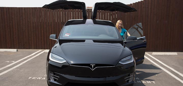 Dherbs CFO Gets A Tesla To Reduce Carbon Footprint