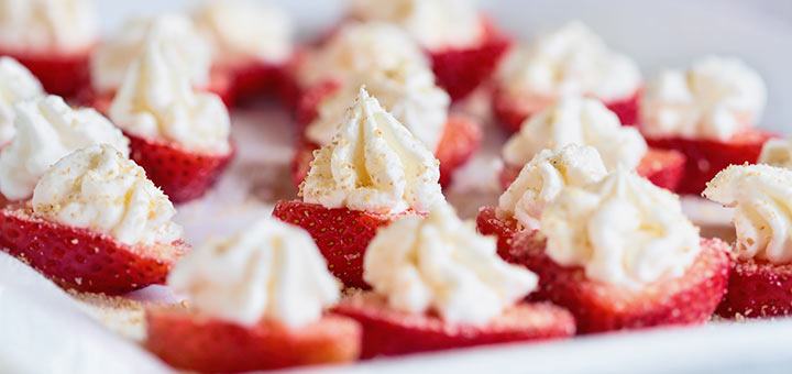 Strawberries Stuffed With Raw Cheesecake