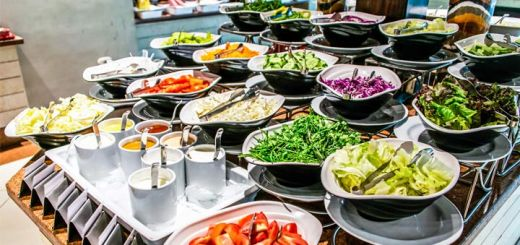 How To Master The Salad Bar When You Eat Out