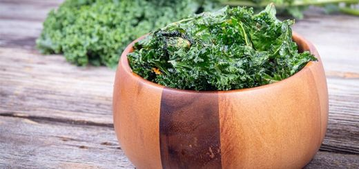 Dehydrated Salt And Vinegar Kale Chips