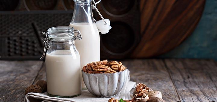 Homemade Raw Vegan Pecan Milk