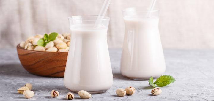 Homemade Raw Vegan Pistachio Milk