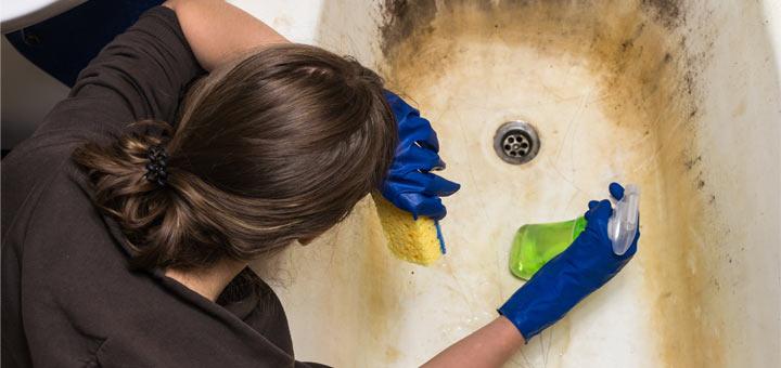 DIY Super Effective Bathtub Cleaner Spray